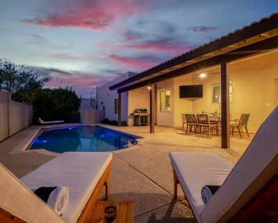 Luxury Lookout Canyon 5 Bdrm Stunner W/htd Pool and Fire Pit! Close to Hiking! - Paradise Valley Village