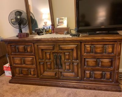 Solid wood Triple dresser with mirrors $50