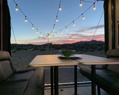 Desert escape, stunning views of mountains, close to JT National Park! - Joshua Tree