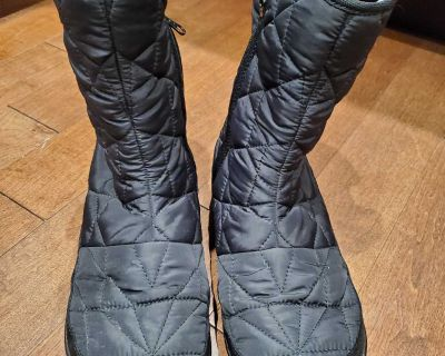 Size 10 (fits like a 9) Columbia Light Weight boots