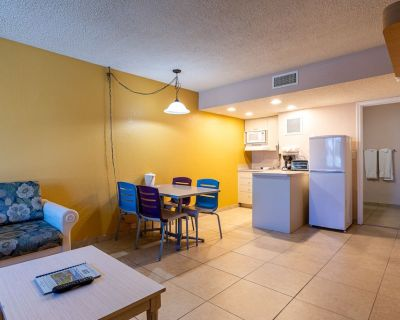 F7: Studio/Mini Kitchen/Across Street From Beach - Pompano Beach