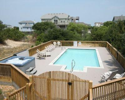 Follow The Sun: Two blocks from the ocean in Whalehead Beach. Private hot tub and pool. - Whalehead Beach