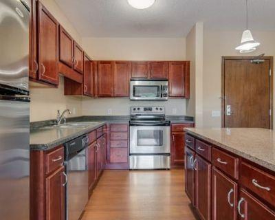 Oaks Glen Lake Apartments