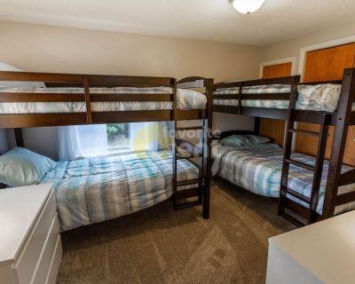4 bedrooms 2.5 bathrooms Pinckney home