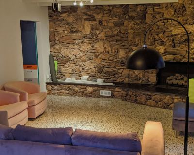 Mid-century / Postmodern Hilltop Retreat in Eagle Rock - Eagle Rock