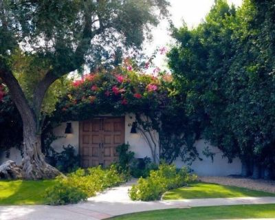 The Citrus House retreat, a peaceful oasis...walk or ride bikes to downtown! - The Movie Colony