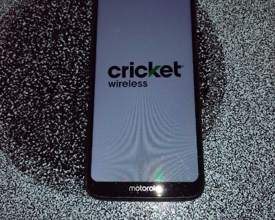 Cricket service Motorola G7 supra 32G with capabilities for micro SD card excellent condition got new phone