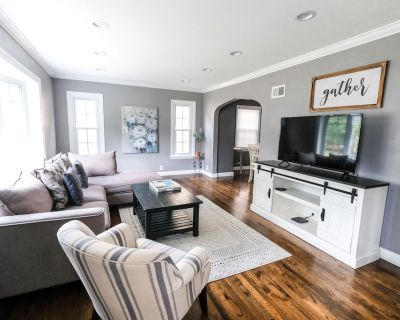 Gorgeous home just steps from Froedtert/Tosa/MKE - Wauwatosa