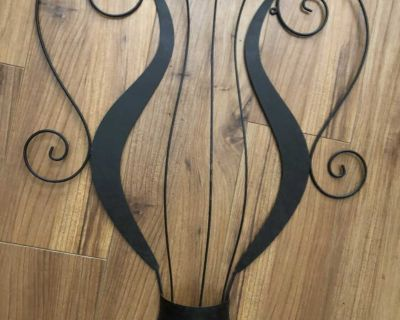 Large metal wall decor 22.5 tall 20 wide Great Condition!