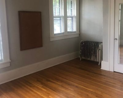 Private room with shared bathroom - Asheville , NC 28801