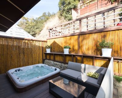 3BR| 3BA Bel Air Home w/Jacuzzi & 2 Large Patios - Beverly Glen