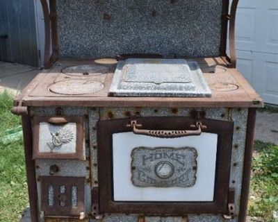 Andale Auction - Antique Cast Iron Stove, Swarovski Figurines, Huge Trading Card Collection (Basketb
