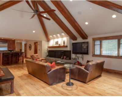 Luxury, large easy access to mountain, town and trails and more. Parking!, Park City, UT