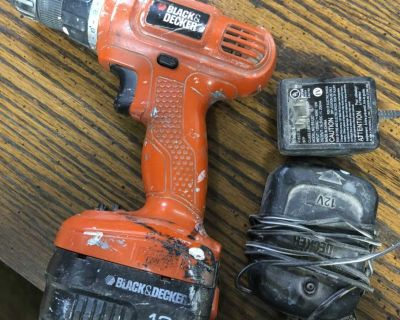 Black Dekers cordless drill with battery- good condition-10$ Laval chomedey