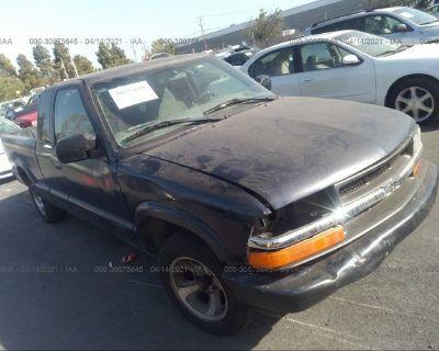 Salvage Black 2000 Chevrolet S-10