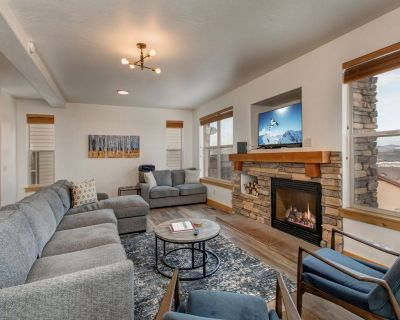Remodeled Mountain Getaway- Clubhouse Amenities, Private Hot Tub, Close to Everything - Bear Hollow Village