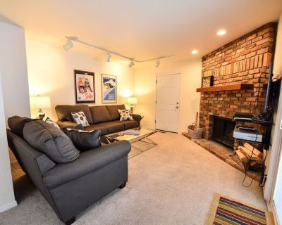 Great Location! 4 BR/ 3.5 TownHome Sleeps 12 walk to Main St w/ Hot Tub. - Park City