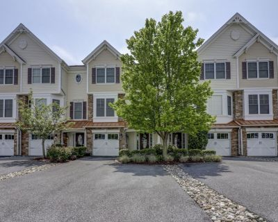 Very Spacious 3BR Townhouse w/ Two Living Rooms Community Amenities Quick Bike Ride to Beach - Rehoboth Beach