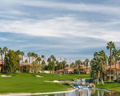 Desert Springs II Two bedroom- Come escape to beautiful Palm Desert! - Palm Desert