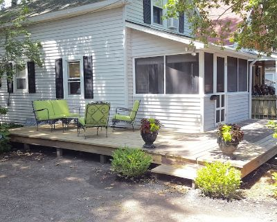 SIMPLISTIC LIVING Cute & Cozy Cottage in town -- walk/bike to beach! - The Pines