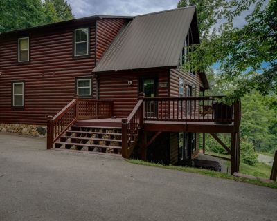 AWESOME Mountain Views -- Cabin w/ hot tub and fire pit -- 8.5 min to Casino - Whittier