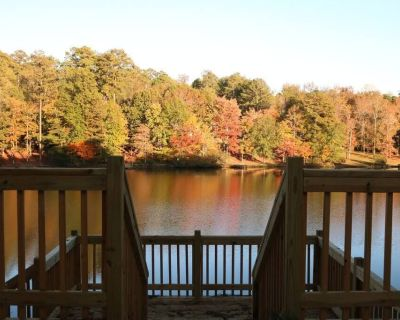 **PICTURE Perfect Lake-Front Getaway - Conyers