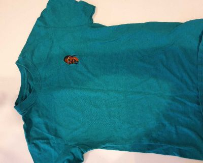 Gently used mens size small Snoop Dogg short sleeve shirt