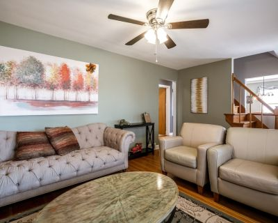 NEW LISTING! Beautiful home centrally located to all of Louisville! Sleeps 10! - Watterson Park