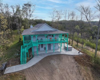 Gorgeous View, Private 5 Acres, Hot Tub, Family Retreat - Sevierville