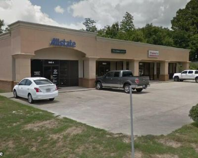 +/- 1,000 SF of Space for Lease on Verot