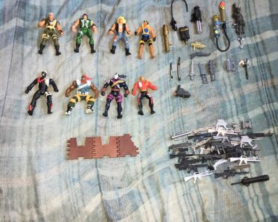 Lot Of Vintage G.I. Joe Extreme Toys And Accessories
