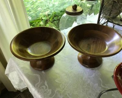 Teak wood bowls in perfect condition