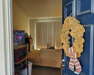 Single Room in 2 bed apartment in Anaheim