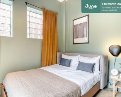 #337 Queen room in Columbia Heights 5-bed / 2.0-bath apartment