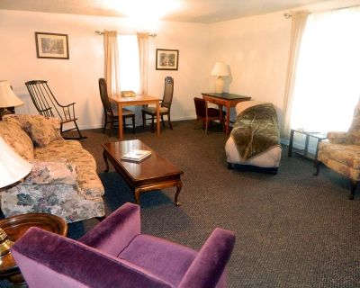 Stay at the Rural Retreat Winery Suite and Overlook the Historic Depot - Blacklick