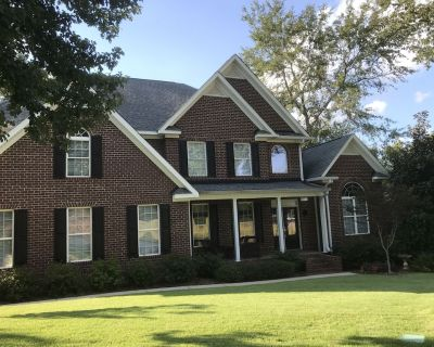 Luxury home, wooded setting, Great location. Close to many attractions. - North Augusta