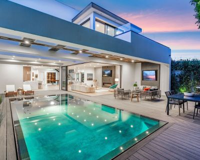 NEW LUXURY BEVERLY HILLS VILLA GYM 6 BEDS ROOFTOP BBQ - Beverly Grove