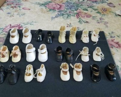 """12 Pair of Doll Shoes in Various Sizes. Fits 18 to 20"""" Dolls! Good condition"""
