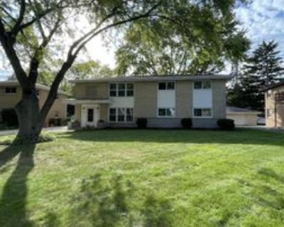 1243 N 116th St #UPPER, Wauwatosa, WI 53226 3 Bedroom Apartment