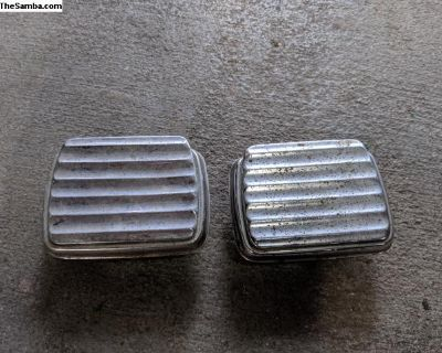 Pair of rear ash trays