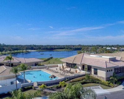 Private Golf/Tennis, 2/2 Gated Condo, 5 Pools, Clubhouse, Restaurant, Full Use of Everything! - Sarasota
