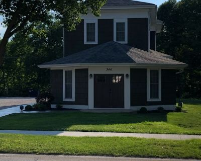 Large Vacation home, historic downtown Geneva. Lots of spaces for gathering. - Geneva