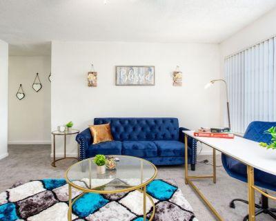 2 Bedroom Corner Oasis Near Downtown! - Leslie Estates