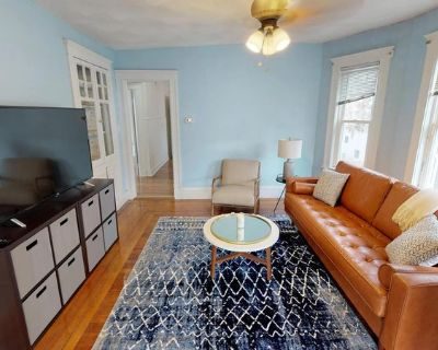 Marvelous Medford townhome near the Mystic River