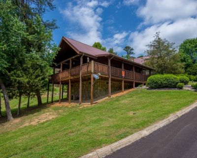 Great Romantic Getaway offering sleep number King size bed and Hot tub - Sevierville
