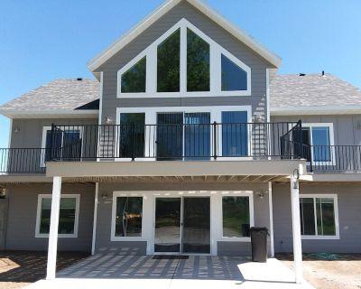 Huge Lakefront House - sleeps 22! Private Dock! Boating, Water Skiing, Rafting! - Heyburn