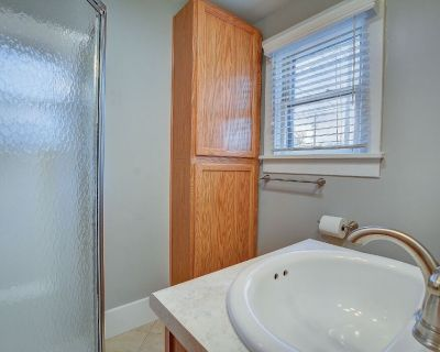 Cozy Cottage just minutes from downtown and OCC! - Old Colorado City