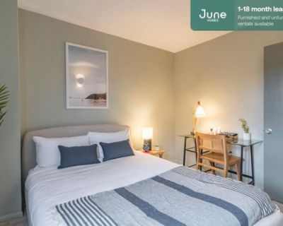 #359 Queen room in Logan Circle 5-bed / 2.0-bath apartment