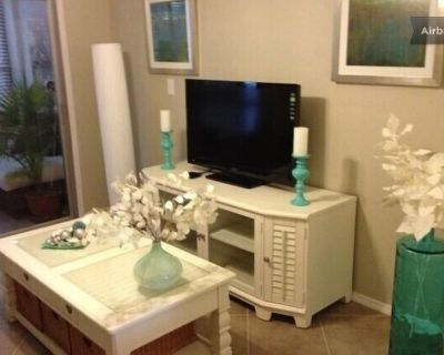 Elegant 1 Bedroom Ft. Myers Condo w/ swimming pool (long term rents available) - Villas