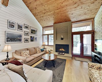 Remodeled All-Season Escape | Heated Pool, Hot Tub, Tennis | Stroll to Lifts - Downtown Park City
